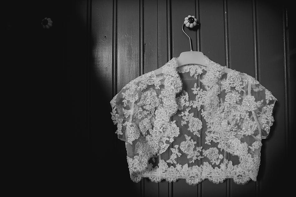 kant bolero trouwkleding bruidsfotograaf Oldebroek
