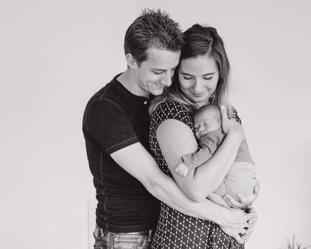 newborn lifestyle fotoshoot op locatie