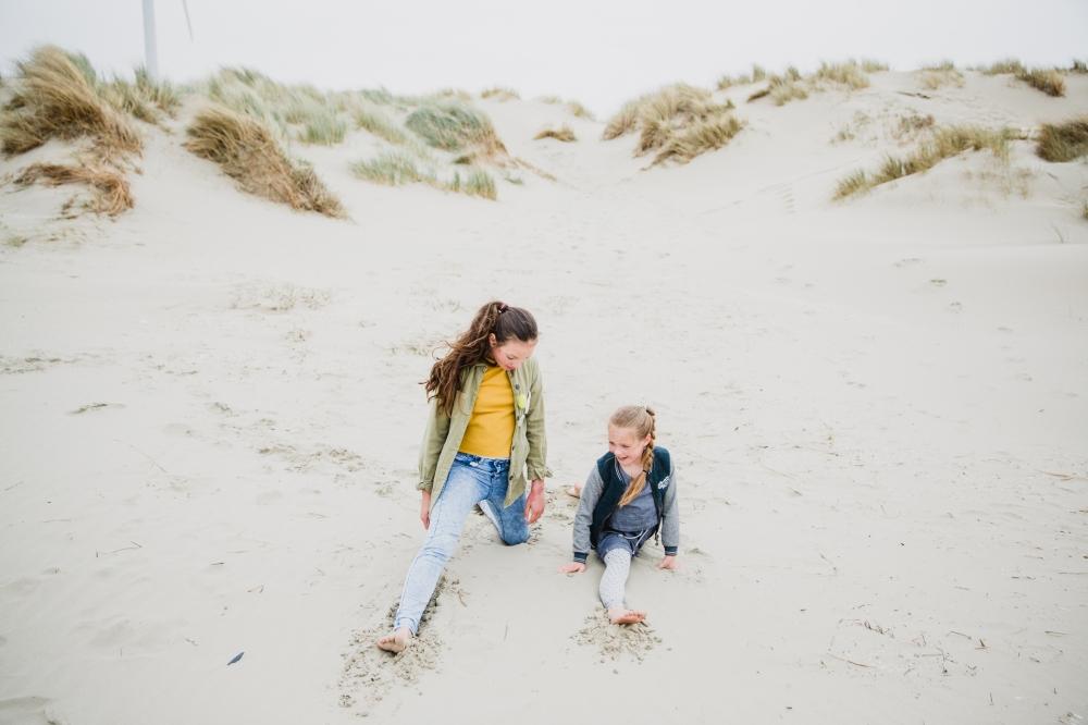 Fotoshoot op het strand aan zee